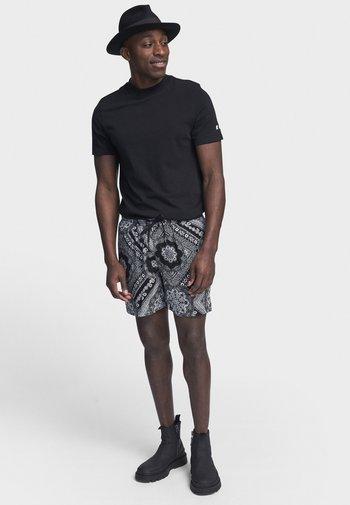 RRBANE - Shorts - black bandana