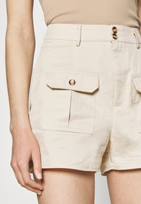 Missguided - DOUBLE POCKET - Shorts - cream - 4