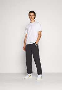 adidas Originals - TRIAL PANT - Tygbyxor - black - 1