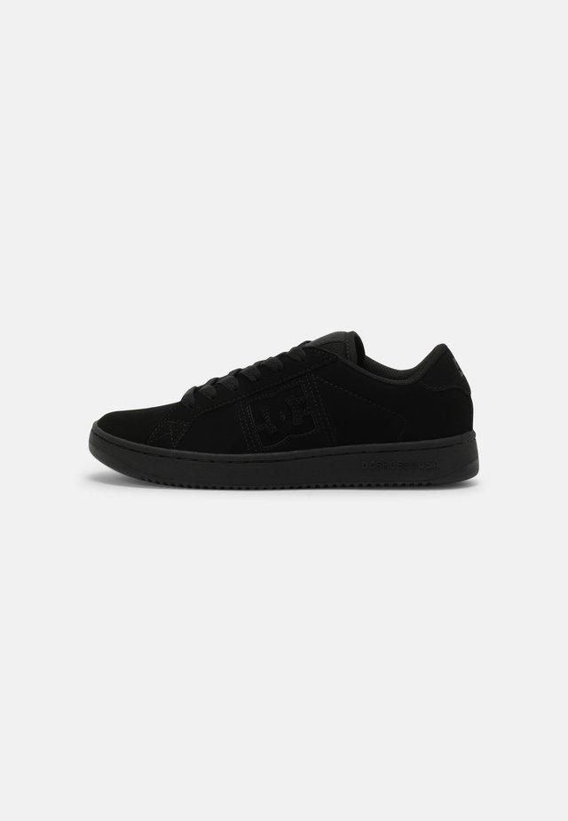 STRIKER UNISEX - Sneakersy niskie - black
