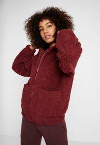 Onzie - TEDDY JACKET - Outdoor jacket - burgundy - 0
