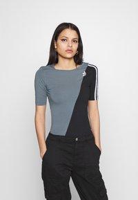 adidas Originals - BODY - Print T-shirt - blue oxide/black - 0