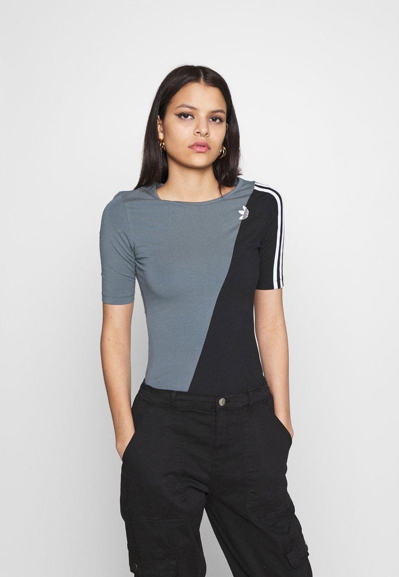 adidas Originals - BODY - Print T-shirt - blue oxide/black