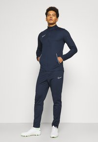 Nike Performance - DRY ACADEMY SUIT SET - Tuta - obsidian/white - 0