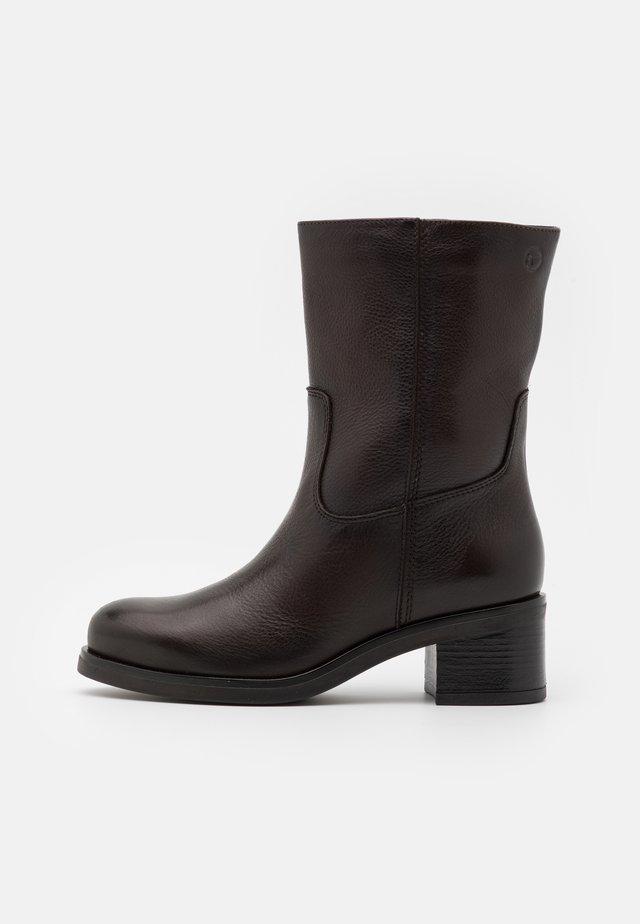 BOOTS - Korte laarzen - mocca