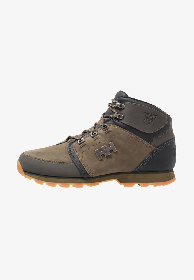 KOPPERVIK - Hiking shoes - ivy green/beluga/jet black