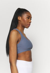 Cotton On Body - STRAPPY SPORTS CROP - Light support sports bra - blue jay