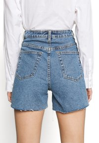 Object - OBJPENNY - Shorts di jeans - light blue denim - 6