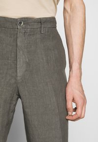 120% Lino - TAILORED TROUSERS - Trousers - anthracite - 6