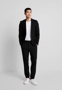 Burton Menswear London - STRETCH - Jakkesæt bukser - black - 1
