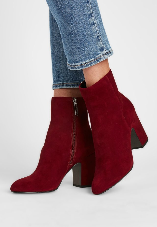 Classic ankle boots - weinrot