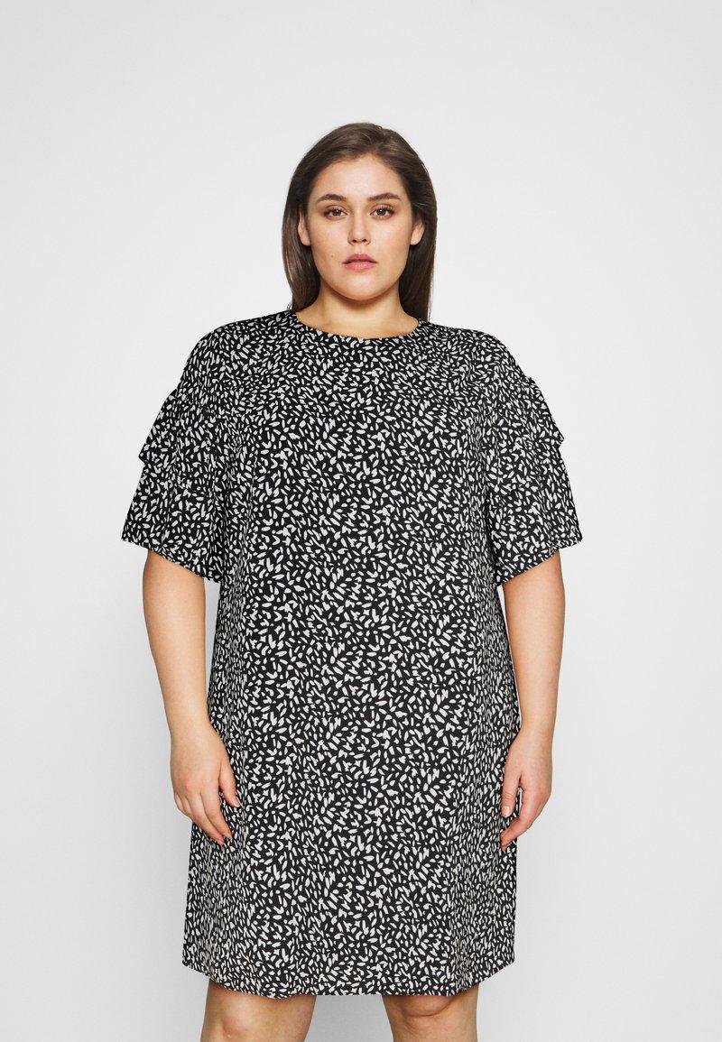 Selected Femme Curve - SLFCARL DRESS - Denní šaty - black