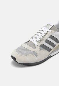 adidas Originals - ZX 500 UNISEX - Sneakers - orbit/grey four/white - 8