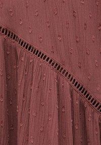 PULL&BEAR - PLUMETIS MIT CARRÉ-AUSSCHNITT - Day dress - red - 6