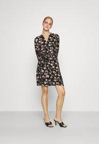 Pieces - PCCARLY SHIRT DRESS - Day dress - black - 1