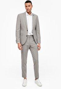 s.Oliver BLACK LABEL - MIT WEBSTRUKTUR - Blazer jacket - beige - 1