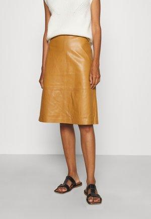 MIDI SKIRT - Leather skirt - camel