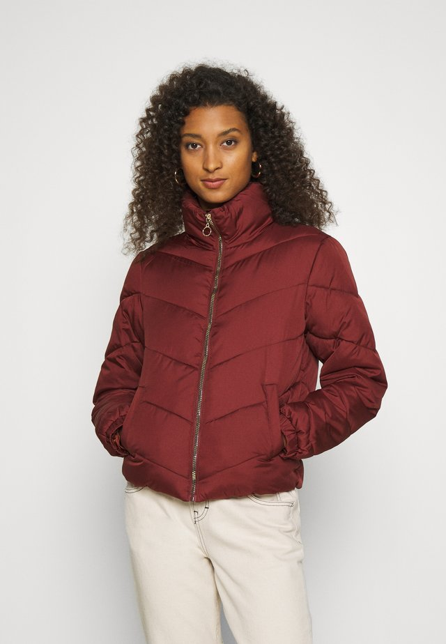 JDYFINNO PADDED JACKET - Zimní bunda - madder brown
