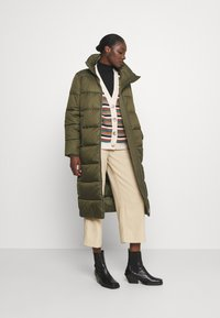 Marc O'Polo DENIM - LONG PUFFER COAT - Zimní bunda - utility olive - 1