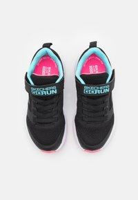 Skechers Performance - GO RUN CONSISTENT VIBRANT DASH UNISEX - Neutrální běžecké boty - black/aqua - 3