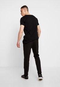 Tigha - ALEKO - Pantalon classique - black - 2
