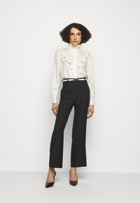 Victoria Beckham - VICTORIAN DETAIL BLOUSE - Button-down blouse - off white - 1