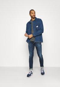 Tommy Jeans - AUSTIN SLIM - Jean slim - aspen dark blue stretch - 1