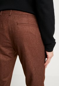 Bertoni - BLOCH TROUSER - Trousers - light brown - 4