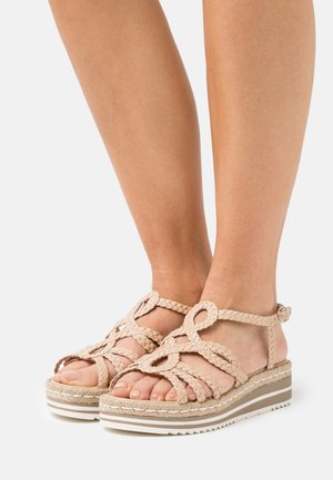 Sandály na platformě - ivory