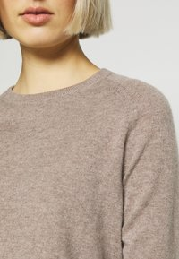pure cashmere - CLASSIC CREW NECK  - Jumper - beige - 4