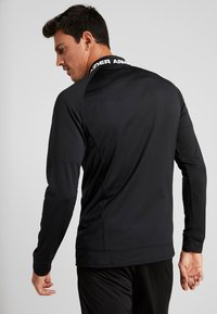 Under Armour - CHALLENGER III JACKET - Sportovní bunda - black/white - 2