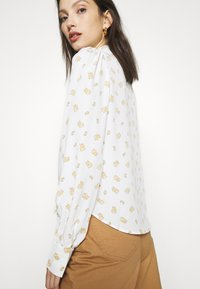 Monki - NALA BLOUSE - Button-down blouse - white light - 5