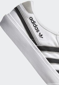 adidas Originals - DELPALA SHOES - Sneakers basse -  white - 8
