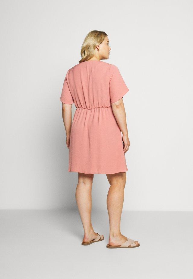 HERRINGBONE DRESS - Skjortekjole - dusky pink