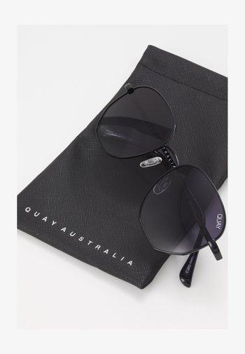 BIG TIME - Okulary przeciwsłoneczne - black/smoke