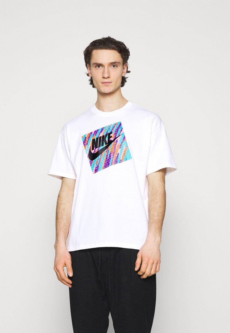 Nike Sportswear - TEE WILD - T-shirt con stampa - white