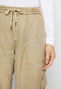 Desigual - PANT BABEL - Pantalon cargo - beige - 6