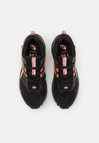 ASICS - GEL SONOMA 6 GTX - Chaussures de running - black/sun peach - 3