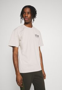 Edwin - HOKUSAI NOH MASKS UNISEX - Print T-shirt - silver cloud - 2
