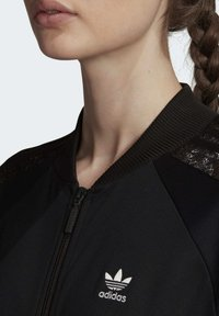adidas Originals - LACE TRACK TOP - Kurtka Bomber - black - 4