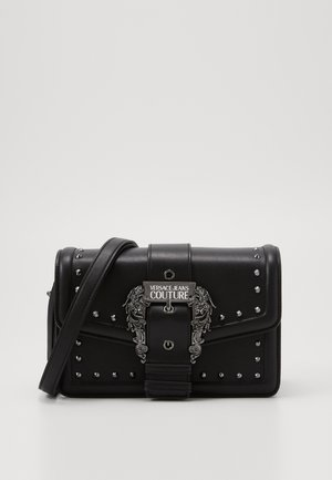 SHOULDER BAG BUCKLE WITH STUDS - Handtas - nero