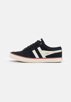 COMET - Sneakersy niskie - black/offwhite/moody orange