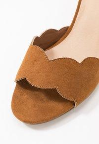 Bullboxer - Sandals - hazel - 2