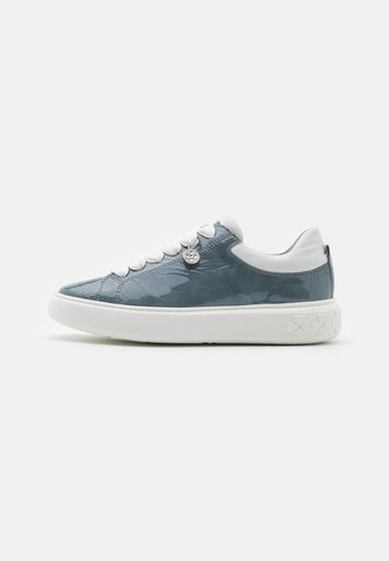 FLORA - Sneakersy niskie - jeans bardy/weiß samoa