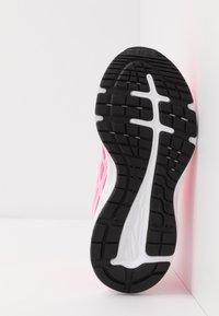 ASICS - PRE EXCITE 7 - Zapatillas de running neutras - hot pink/white - 5
