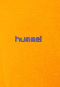 Hummel Hive - UNISEX - T-shirt imprimé - carrot - 6