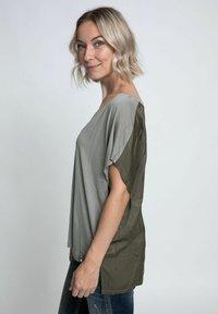 Zhrill - Print T-shirt - olive - 3