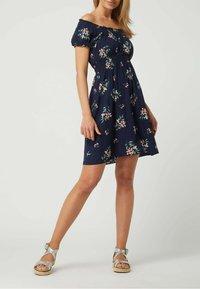 APRICOT - OFF-SHOULDER AUS VISKOSE - Jersey dress - marineblau - 0
