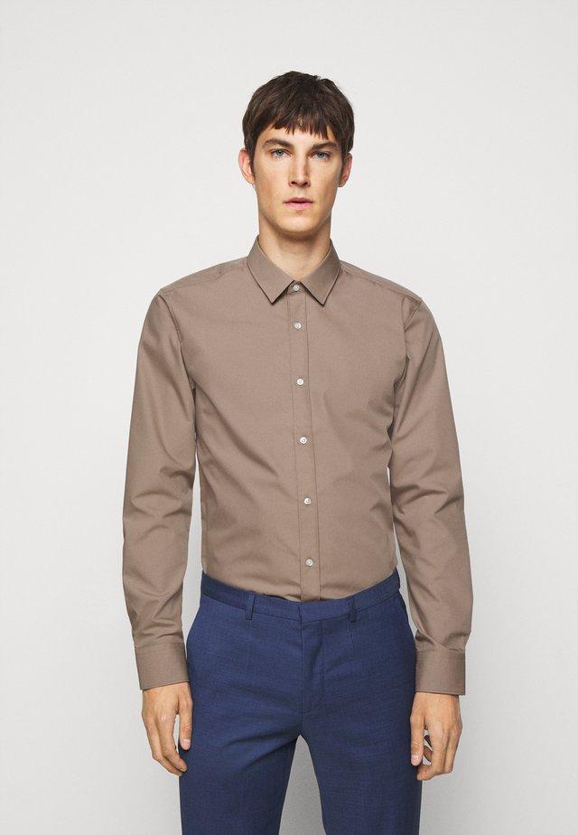 ELISHA - Formal shirt - light-pastel brown