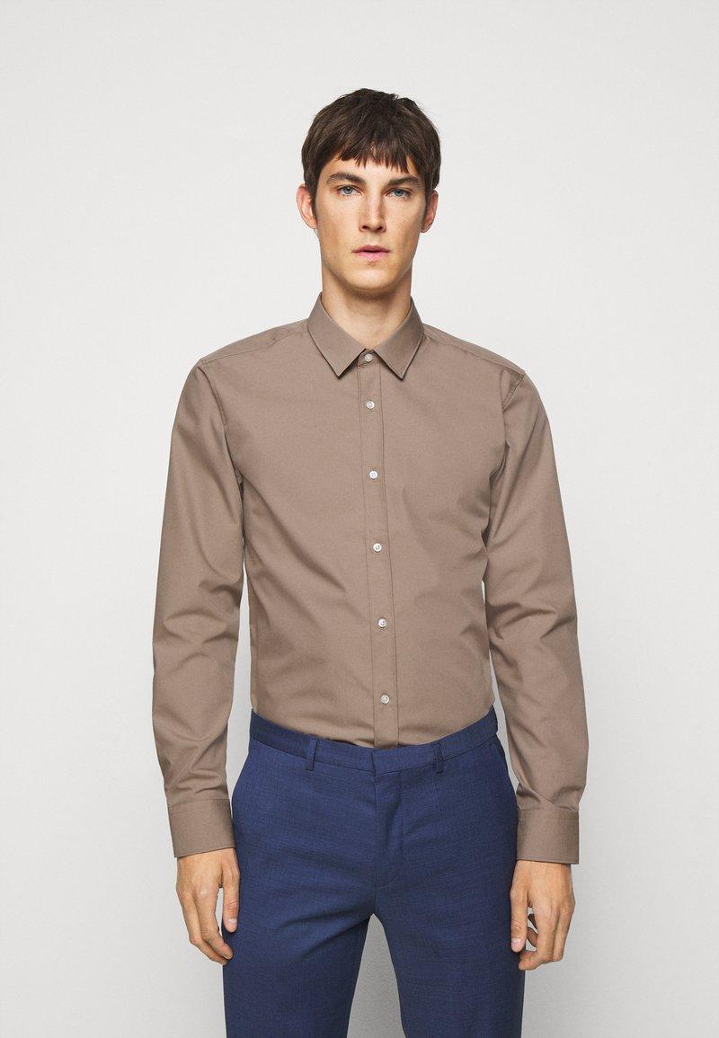 HUGO - ELISHA - Formal shirt - light-pastel brown